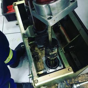 Inspeção e manutenção de disjuntores